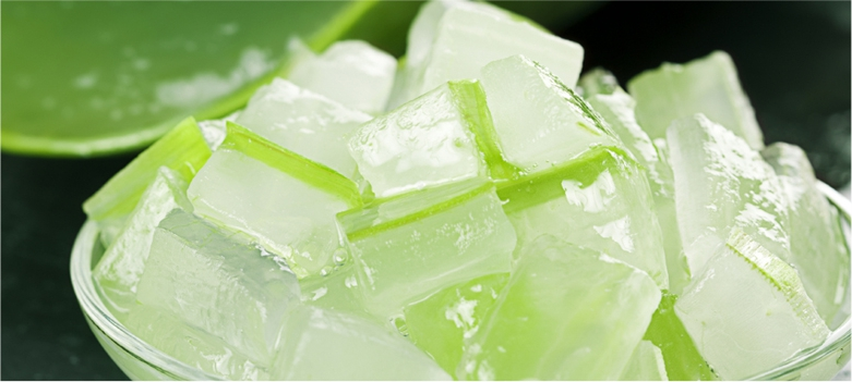 Aloe-Vera-helps-to-Reduce-Dark-Spots-from-your-face-with -Easy-Tips