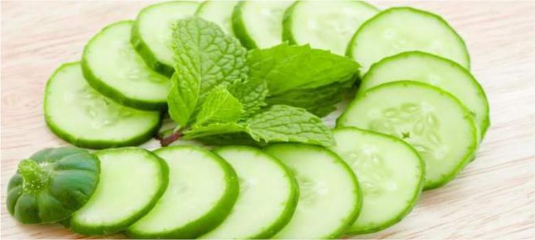 Cucumber-to-remove-dark-circles