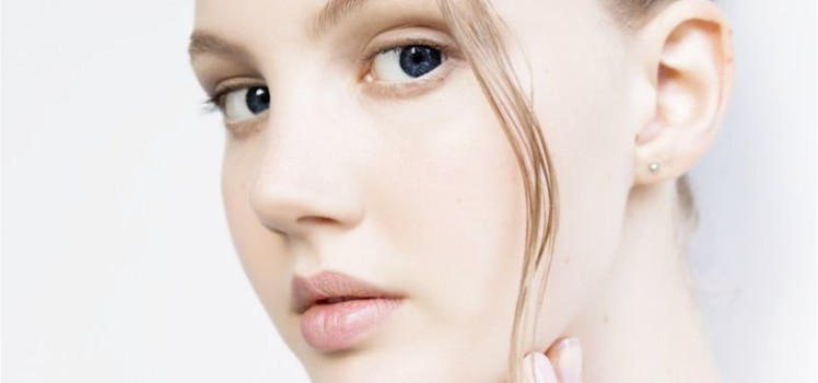 Effective-Ways-to-make-Facial-Pores-Look-Smaller-blog-roop-mantra