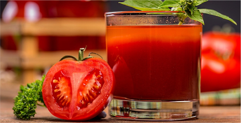 Tomato-Juice-to-Get-Rid-of-Blemishes