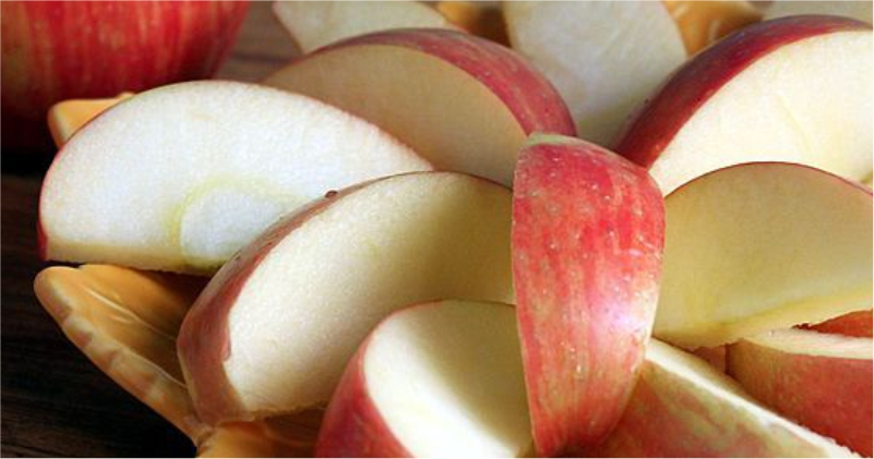 Crunchy-Apple-Help-You-Get-Clean-and-Glowing-Skin