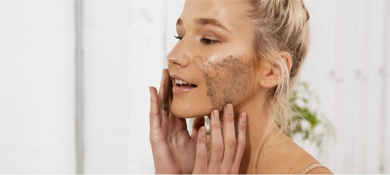 Scrubbing-to-Take-Care-of-Oily-Skin