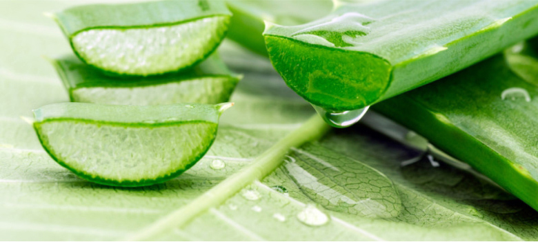 Use-Aloe-Vera-gel-to-Get-a-Smooth-Skin