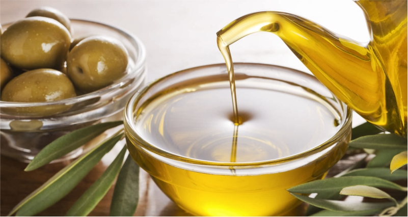 Use-Olive-Oil-to-Get-a-Wrinkle-Free-Skin-Naturally