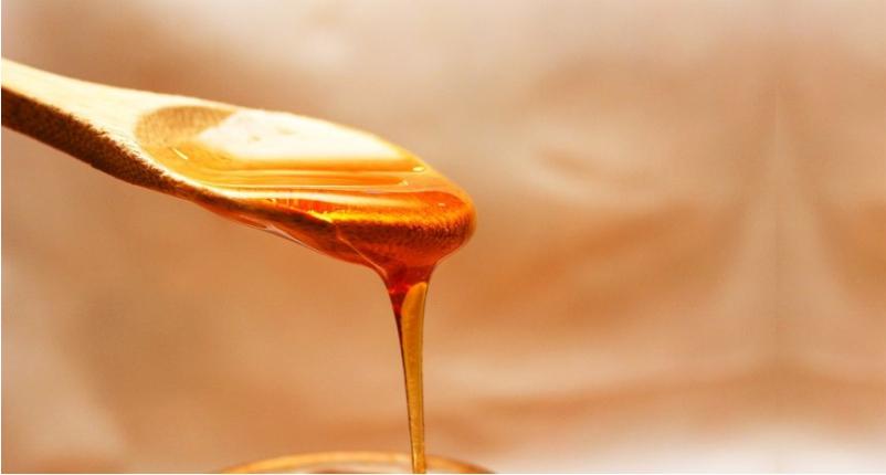 Unclog-the-Skin-Pores-Using-Honey