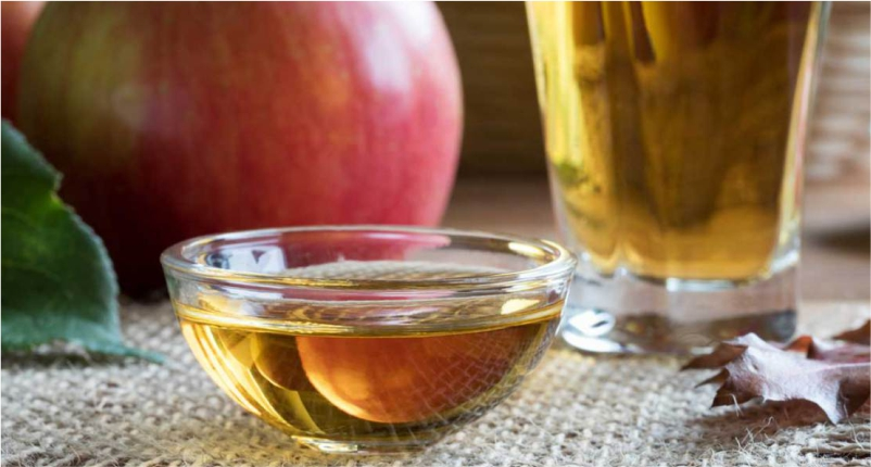 Use-Apple-Cider-Vinegar-to-get-Rid-of-Peeling-Skin