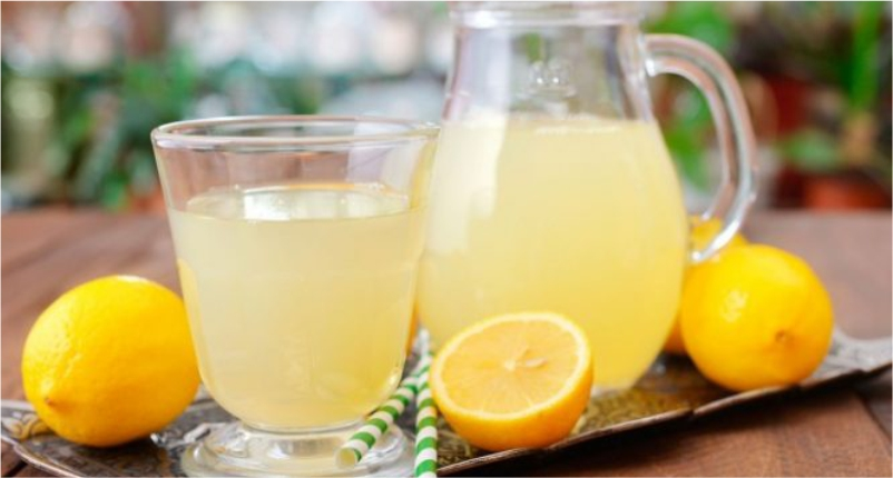 Drink-Lemon-Water-in-morning-with-empty-stomach-to-Take-Care-of-Sensitive-Skin