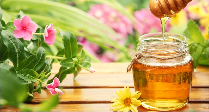 Use-Honey-as-mask-to-Get-Rid-of-Dry-Skin-this-winter