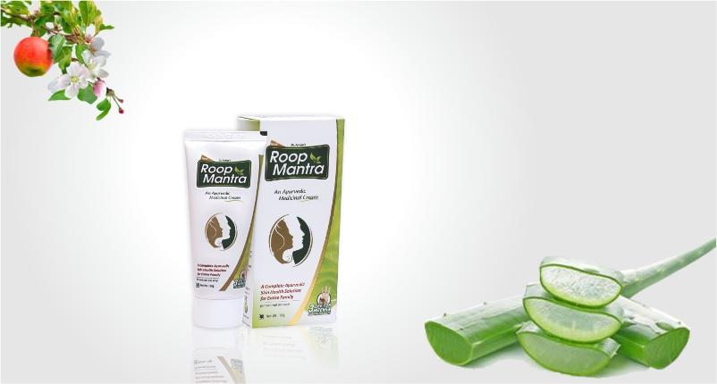 Use-Roop-Mantra-Ayurvedic-Medicinal-Cream-to-Take-Care-of-Your-Skin-while-Traveling