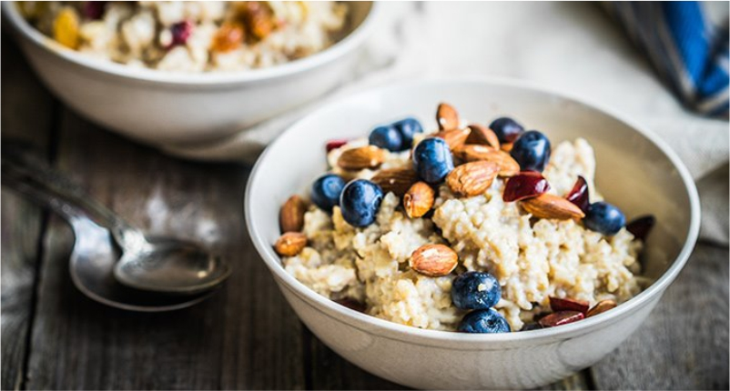Eat-Oatmeal-in-daily-diet-to-Reduce-Pimple-Redness