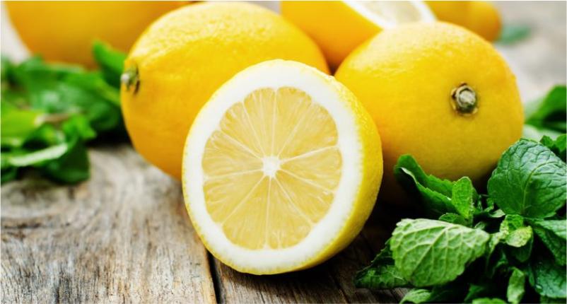 Use-Lemon-as-Detox-to-Reduce-Pimple-Redness